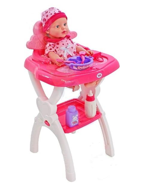 Bábika bábätko v kresielku na kŕmenie