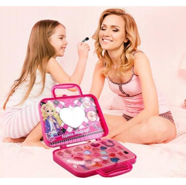 Detský make-up v štýlovej kabelke