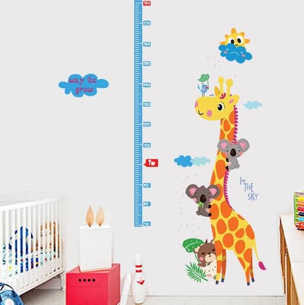 Nálepky na stenu - žirafa s metrom